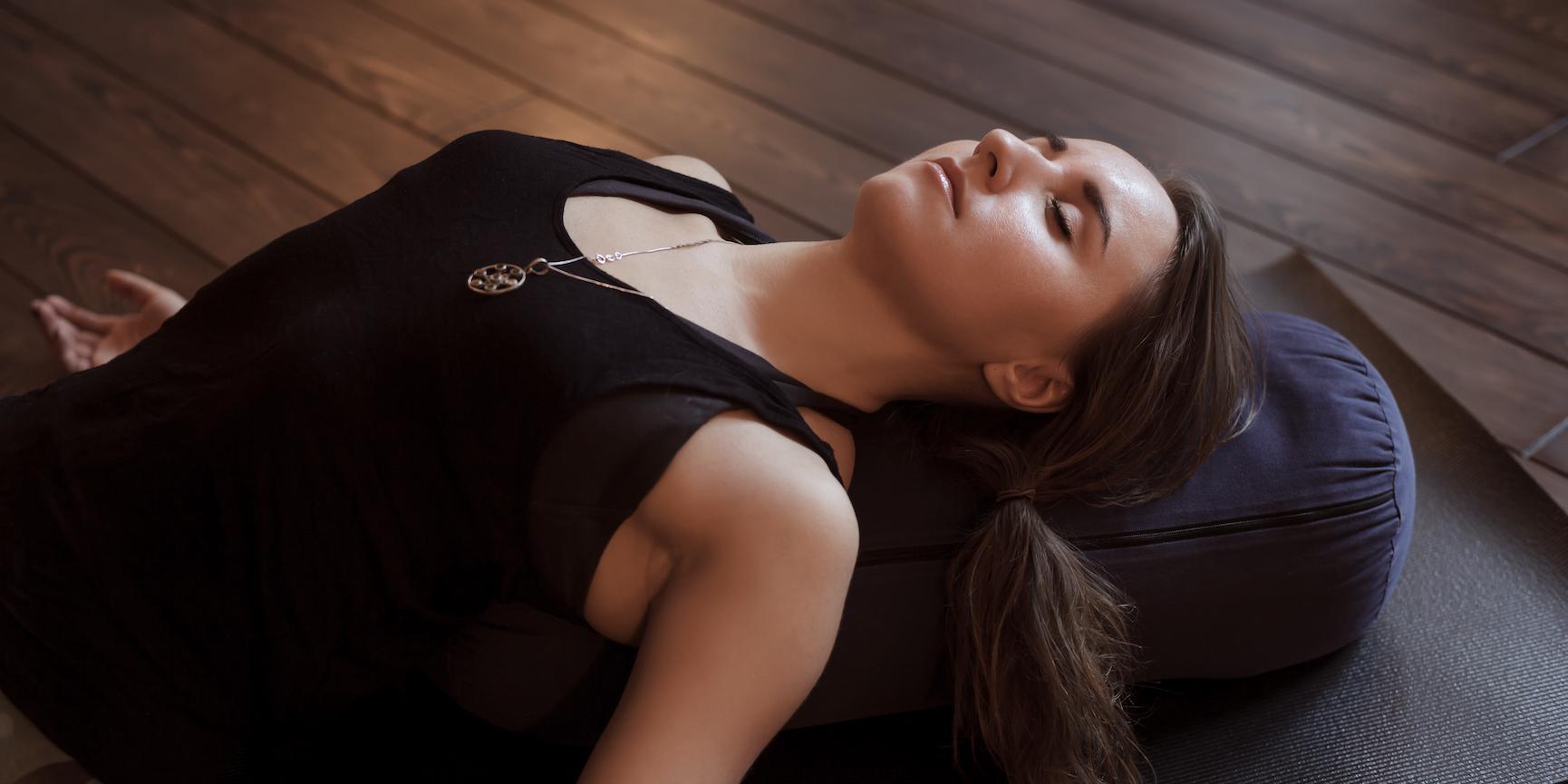 Meditieren im Liegen: So machst du es am besten